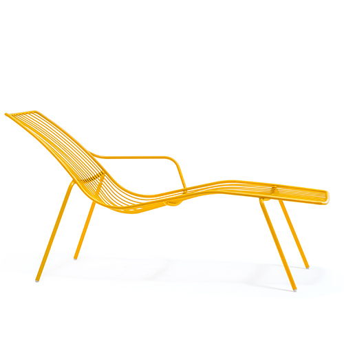 Nolita di Pedrali è una chaise longue realizzata completamente in acciaio che garantisce il massimo della solidità e della durevolezza