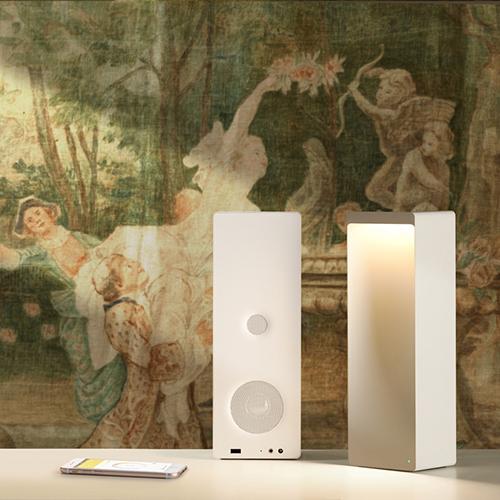 Non solo una lampada, ma sopratutto uno speaker bluetooth per ascoltare la musica. Come suggerisce il nome, Cromatica di Suonolite si caratterizza per dar vita a illuminazioni coreografiche anche colorate
