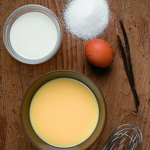 Per tutte le basi gli ingredienti necessari sono latte, panna e tuorli d'uovo freschi (foto di Claudia Cataldi)