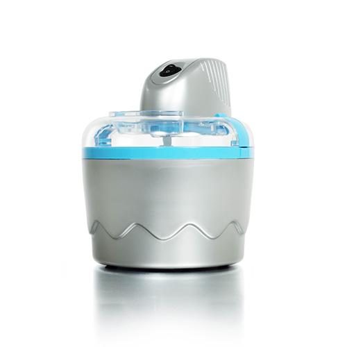 La gelatiera di Tristar ha una capacità di 800 millimetri e impiega appena 20 minuti per preparare gelato o yogurt. La potenza 7 Watt lo rende adatto anche al campeggio (39.90 euro)