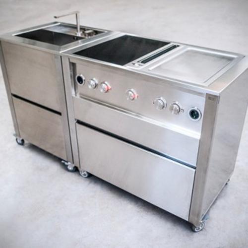 Jokodomus, stazione di cottura Cun con Bora Professional. Stazione di cottura in acciaio inox, perfetta per grigliare, arrostire e cucinare a vapore, che comprende aspiratore da piano e piano di cottura a induzione full 380V