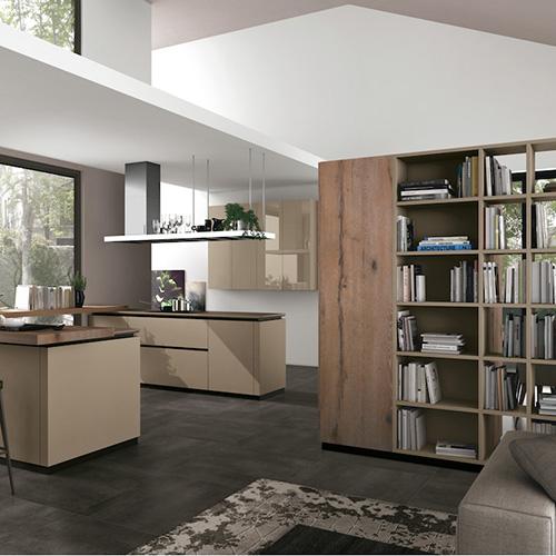 Oltre di Lube integra il living al blocco  dell'ambiente cucina. Crea così una soluzione di continuità grazie anche a sistemi di arredo multifunzionali
