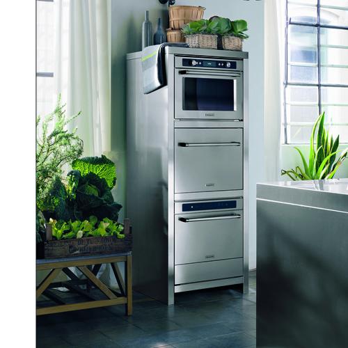 KitchenAid, i tre elementi del sistema tre in uno della linea Chef Touch. Dall'alto, forno a vapore, macchina per il sottovuoto e abbattitore di temperatura