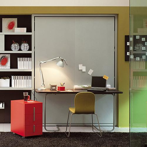 Ulisse Desk di Clei è un sistema che coniuga uno scrittoio con un letto (foto successiva)