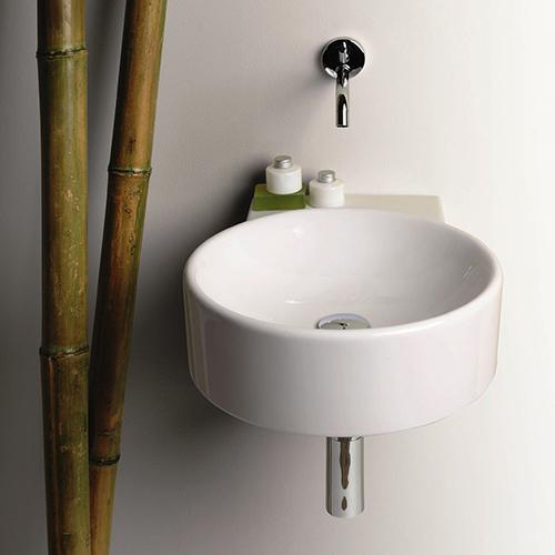Flow è un lavamani di 40 centimentri che fa parte della collezione  I piccolissimi di Simas. La serie soddisfa tutti i gusti: dal classico al vintage, dal minimalista all'etnochic