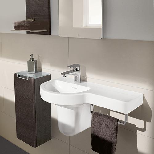 Subway 2.0 è la collezione di Villeroy&Boch con mobili tondi e squadrati. Si coordinano ai lavabi con pratica superficie d'appoggio e barra integrata per l'asciugamano