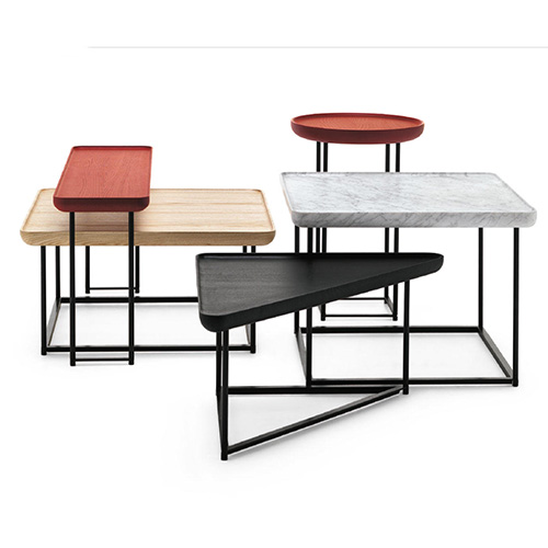 Torei di Cassina è la serie di tavolini firmata da Luca Nichetto composta da diverse forme, dimensioni e finiture. Da utilizzare singolarmente o intrecciandoli tra loro. Il piano è scavato internamente come un vassoio