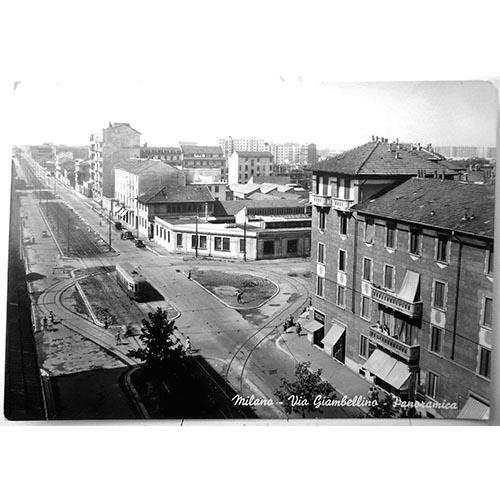 Un'immagine aerea di via Giambellino all'incrocio con via Bellini: sulla destra si intravede il complesso di edilizia popolare di via Bellini