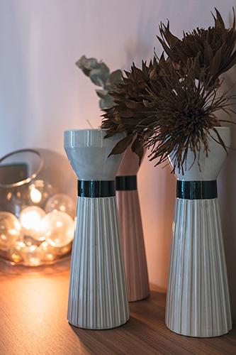 Una special edition dei vasi Miuccia, realizzati nel 2014 in omaggio a Milano, una delle più importanti capitali della moda nel mondo. Sono in ceramica e i volumi si ispirano alla silhouette della figura femminile