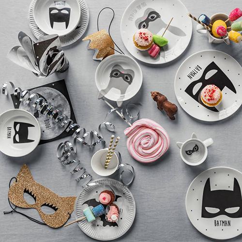 Coniglietti mascherati e pipistrelli sono i protagonisti della collezione dedicata alla tavola dei bambini pensata per Halloweeen da H&M Home
