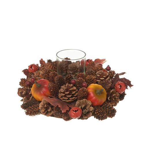 Per addobbare la tavola dei grandi: il centrotavola di Coincasa ha un candeliere centrale in vetro ed è circondato da decorazioni di zucche, foglie e pigne (19,90 euro)