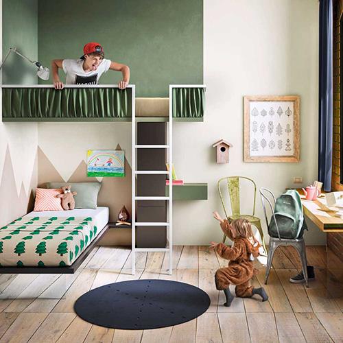 La collezione Becoming Kids di Lago si distingue per il  design modulare: si può aumentare il contenimento man mano che è necessario, cambiare configurazione a seconda delle esigenze (le librerie a forma di animale o di casetta, possono tornare a essere una linea) oppure  gli arredi possono essere spostati in altre aree della casa