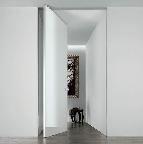 La porta Aura non necessita dell'impiego della serratura tradizionale perché è dotata di apertura bidirezionale e di un sistema di chiusura magnetico, completamente invisibile