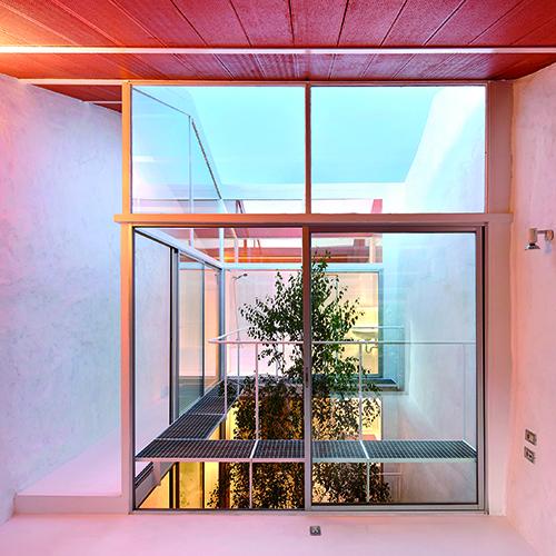 Menzione speciale per il migliore architetto emergente a Jonathan Arnabat, Jordi Ayala-Bril, Aitor Fuentes, Igor Urdampilleta dello studio Arquitectura-G, per il progetto Casa Luz, a Cillero in Spagna (foto ©José Hevia)