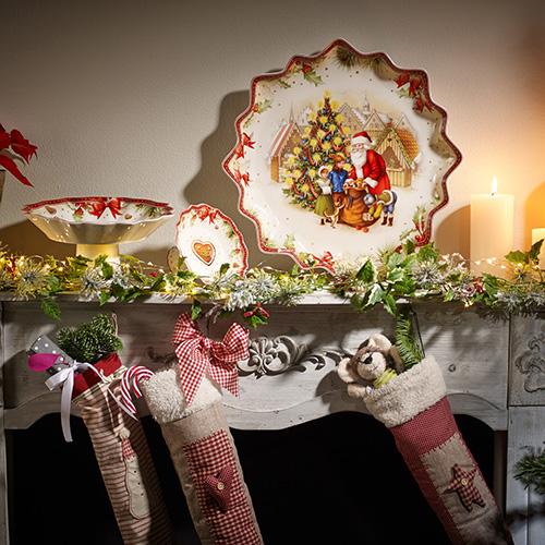 Arredare con i servizi da tavola: i paesaggi e personaggi da fiaba di Villeroy & Boch sono l'ideale per chi ama il magico mondo del Natale (piatto Toy's fantasy 69 euro)