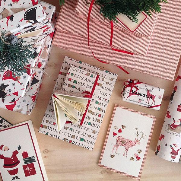 Per un Natale total-look Tassotti: fogli di carta decorativa, kit per origami e una vasta scelta di biglietti per gli auguri