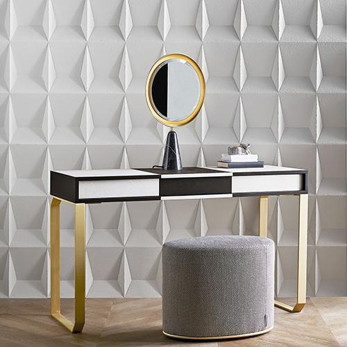 Lo scrittoio Vanity Selene di Gallotti&Radice si caratterizza per lo specchio amovibile con base in marmo Nero Marquinia