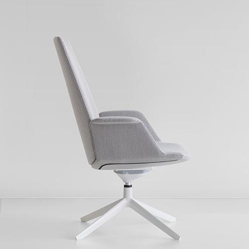 La seduta Uno di Francesco Rota è la novità prodotto di Lapalma. Il sistema è semplice: due diversi piani seduta si combinano con cinque differenti schienali. Nascono così altrettanti tipi di seduta: operativa, executive, per l'area meeting, per gli spazi lounge o per il soggiorno