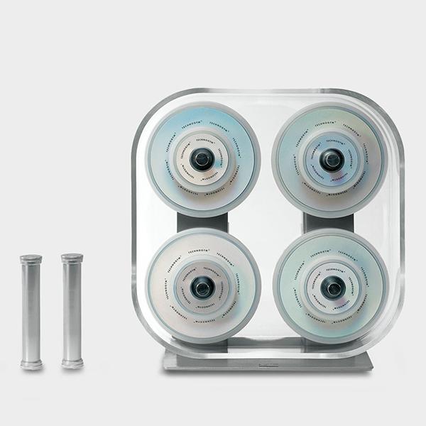 Wellness Rack di Technogym è un kit di pesi con dischi rivestiti in silicone per evitare il danneggiamento delle pavimentazioni in caso di caduta (prezzo 695 euro)