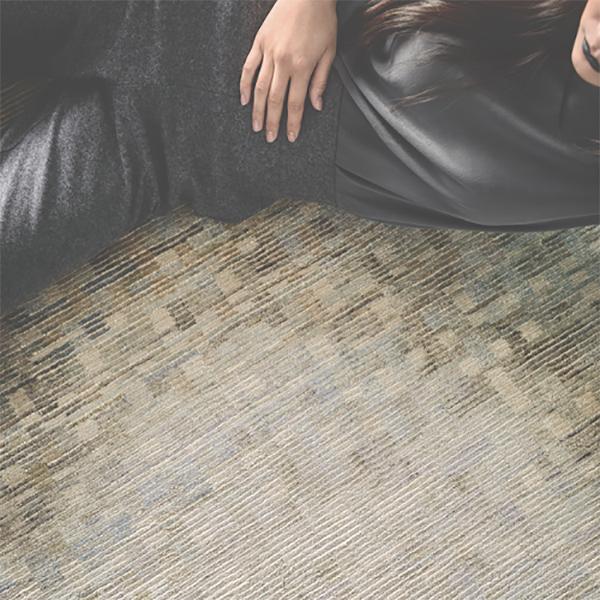 Si chiama Lake green il nuovo tappeto della collezione Wild Silk presentato da Amini. Annodato a mano riproduce i riflessi dell'acqua nella seta