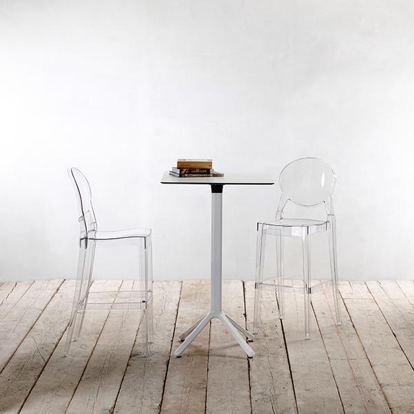 Il tavolo Nemo (in foto) insieme a tavolo Pranzo sono le due novità in casa Scab Design. Due anime diverse. Pranzo è stato pensato per gli interni, sta bene nel living ma è adatto anche a soluzioni home office. Nemo invece soddisfa le esigenze dell'outdoor