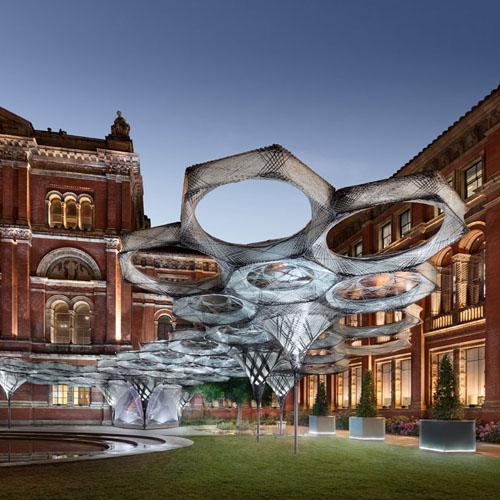 »Elytra Filament Pavilion«, Installation view: Victoria & Albert Museum,<br>London © NAARO, 2016