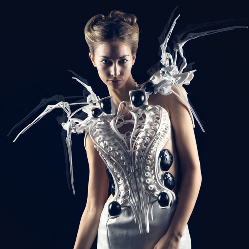 Anouk Wipprecht, »Spider Dress 2.0«, 2015, 3D printed robotic dress<br>© Anouk Wipprecht, photo: Jason Perry