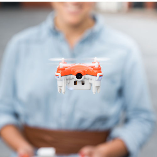 TRNDlabs, »SKEYE Nano 2 FPV, Drone«, 2015, Controller and nano<br>drone, © TRNDlabs, 2016