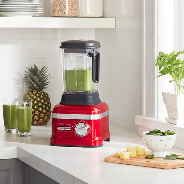 Grande novità del 2017 nella cucina di KitchenAid è Power Plus Artisan, il frullatore a 11 velocità ideale per preparare zuppe, smoothies, succhi di frutta e verdura o lavorare cereali e frutta secca e trasformarli in farine