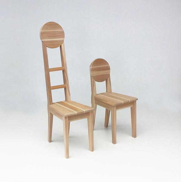 Le sedie Oga di Akita, realizzate dall'artigiano Matsui Mokko, sono in legno di cedro rosso giapponese