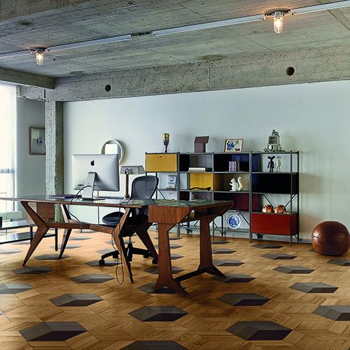 Bloc Chic, parquet decorato in legno di rovere ottenuto con l'accostamento di elementi a forma di spina (30x10 centimetri) - foto Dennis Brandsma