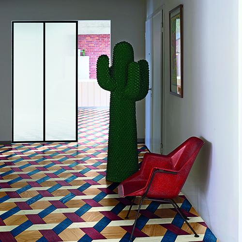 Cannage Moderne, parquet in legno di rovere ottenuto accostando elementi esagonali (20x23 centimetri) ad elementi a forma di spina (30x10 centimetri) - foto Dennis Brandsma