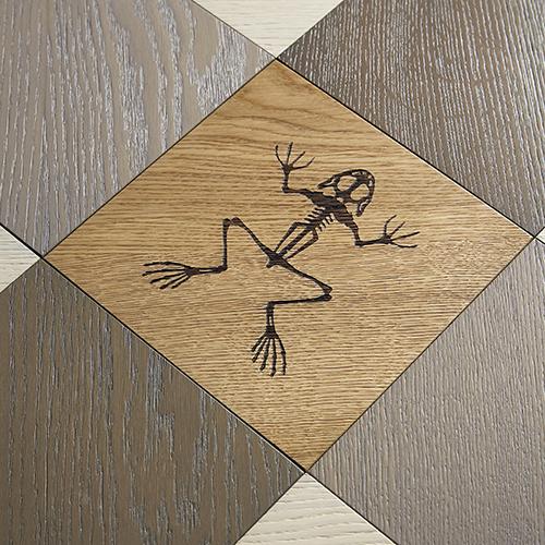Gingham, parquet in legno di rovere con motivi decorativi incisi al laser, formato quadrato (20x20 centimetri)