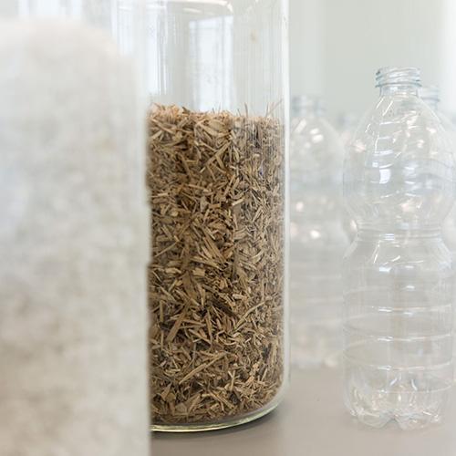 La plastica e il legno utilizzati per realizzare la nuova cucina sostenibile di Ikea