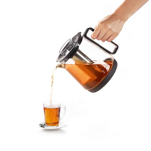 Water & Tea Cooker di Princess è il bollitore a induzione che permette di scaldare l'acqua o di preparare direttamente nella sua caraffa tè e tisane. Si può impostare la temperatura più adatta per ogni infusione (159 euro)