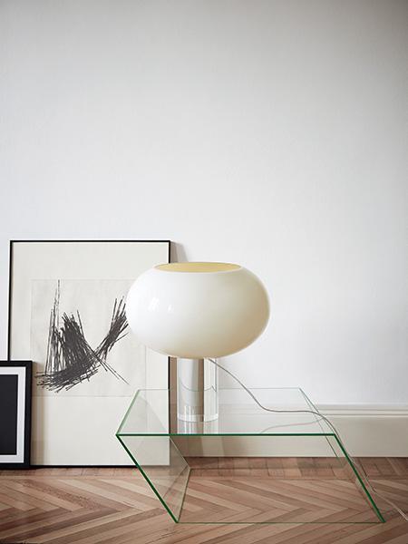Buds, la lampada best seller firmata da Rodolfo Dordoni per Foscarini, si rinnova e viene presentata in una nuova versione da tavolo