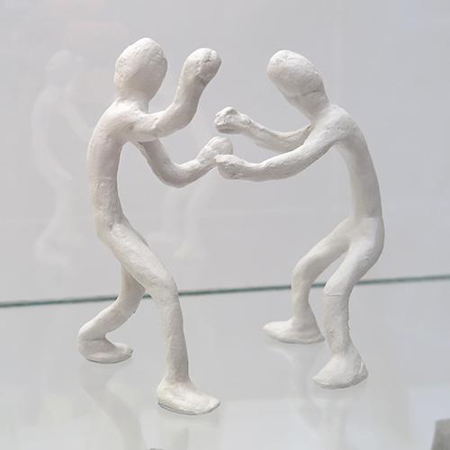 La mostra è dedicata a una serie di sculture inedite e opere su carta