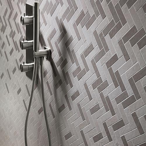Il mosaico Lisca degradé  consente di personalizzare l'effetto cromatico della parete grazie alla flessibilità dei suoi moduli