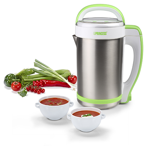 Con Soup Blender di Princess basta inserire nella caraffa le verdure tagliate e premere il tasto di accensione per ottenere zuppe e vellutate sia calde che fredde (79,90 euro)