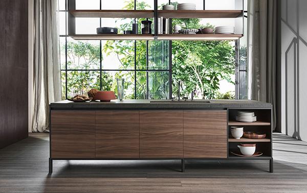 Vincent Van Duysen realizza per Dada una cucina senza maniglie. Qual è il materiale più scelto per la cucina? Per i piani di lavoro: il laminato. Segue il legno