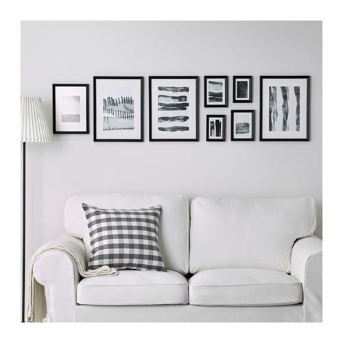Possono stare a parete ma anche sulle mensole: sono le cornici Knoppäng di Ikea dalle linee classiche e semplici