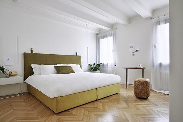 Tutte le stoffe dei divani e dei letti Casa Flora sono firmati Rubelli, azienda veneziana nota in tutto il mondo per i propri tessuti, unici e fatti a mano (foto Valentina Sommariva)