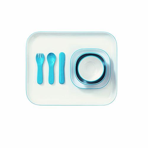 Forchette e coltelli amici dei bambini: è Dinner, il colorato e pratico set ideato da Naoto Fukasawa per Driade. Una famiglia completa formata da vassoi, piatti, posate e bicchieri