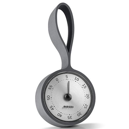 Gran parte delle ricette richiedano tempi di cottura precisi. Il timer di Eva Solo aiuta a tenere sotto controllo i minuti che passano. È in acciaio inox e la pratica cinghia in silicone permette di appenderlo ovunque (distribuito da Schoenhuber, 24,95 euro)