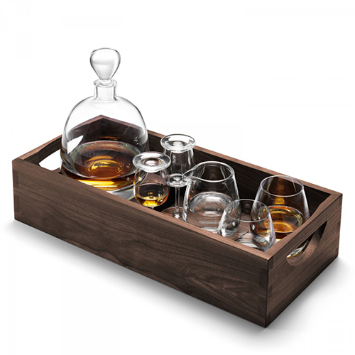 Per servire con stile il whisky il set di Lsa International (395 euro)