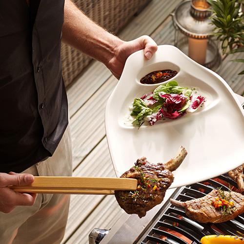 Gli uomini, si sa, preferiscono il barbecue: la ricca collezione BBQ Passion di Villeroy & Boch è pensata per ospitare tutte le portate, da quelle studiate appositamente per il pesce, a quelle per le verdure e alle ciotole per servire le patate (da 12,90 euro)
