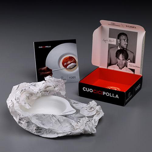 Per realizzare anche a casa una storica ricetta di Oldani, la cipolla caramellata. CuociCipolla è lo strumento di cottura realizzato appositamente da Pentole Agnelli (54,90 euro)