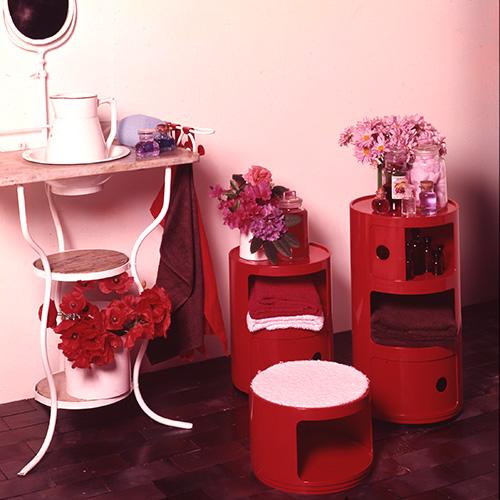 Nati nel 1967 sono i primi complementi modulari e assemblabili realizzati con l'Abs