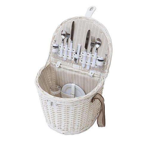 È il simbolo del picnic: il cesto in vimini intrecciato. Da Novità Home una ricca collezione disponibile in più forme e colori (84 euro)