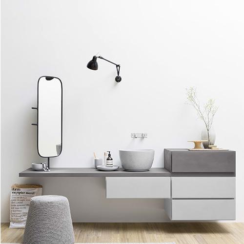 Il bagno è la stanza per eccellenza dedicata alla cura di sé. Ecco perché la consolle della collezione Esperanto di Rexa Design è studiata per essere utilizzata anche da seduti così da concedersi tutto il tempo che serve